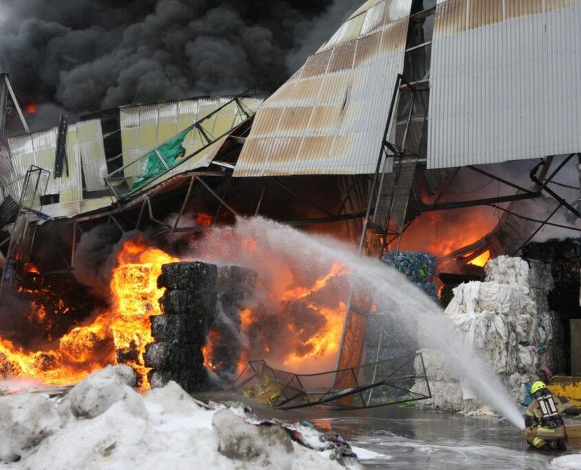 Brann på avfallsmottak